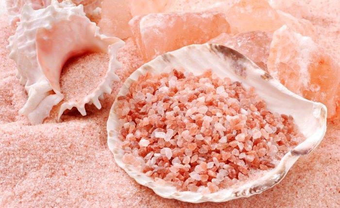 O sal rosa do himalaia é real (e algumas substituições para ajudar nasaúde)